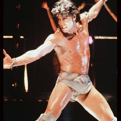 Dans deyince ilk akla gelen isim John Toravolta, 70'li yıllarda modellere taş çıkartan bir fiziğe sahipti.